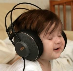 bebe fone de ouvido
